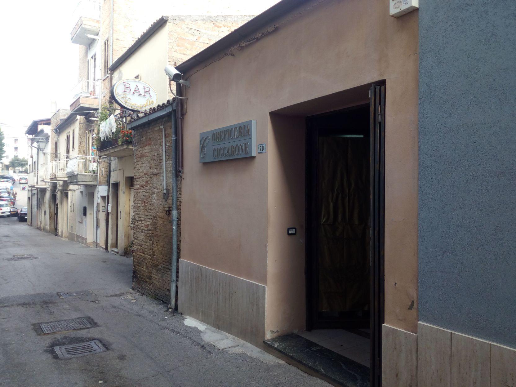 LOCALE COMM.LE IN LOCAZIONE – VASTO (Rif. 636)